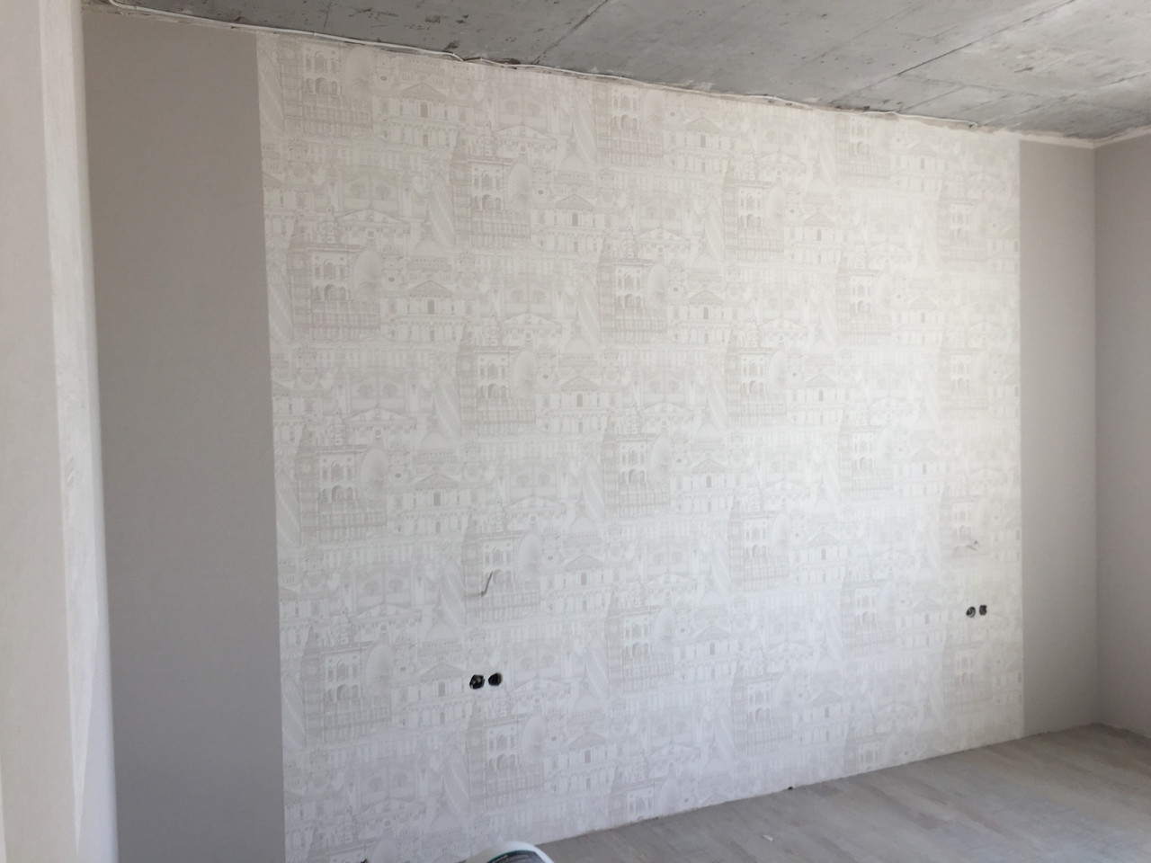 Ремонта квартир не дорого. Поклейка обоев под покраску. Поклейка обоев.