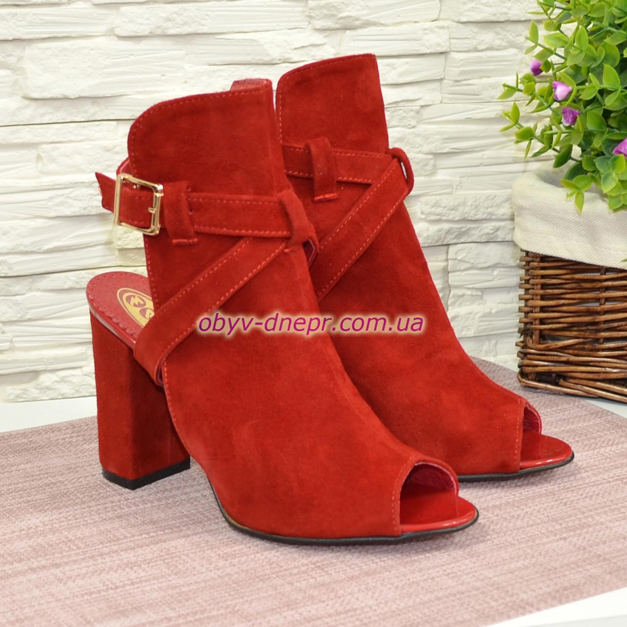 Женские красные босоножки на высоком устойчивом каблуке