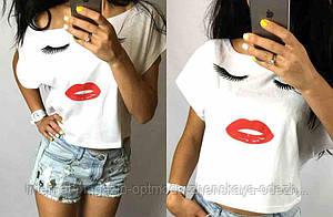 Летняя футболка женская укороченная