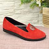 Женские замшевые туфли-мокасины на утолщенной черной подошве. Цвет красный, фото 2