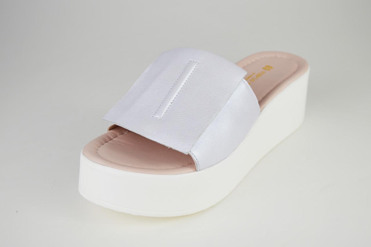 Шлепанцы серебристые на белой платформе Mario Muzi 029