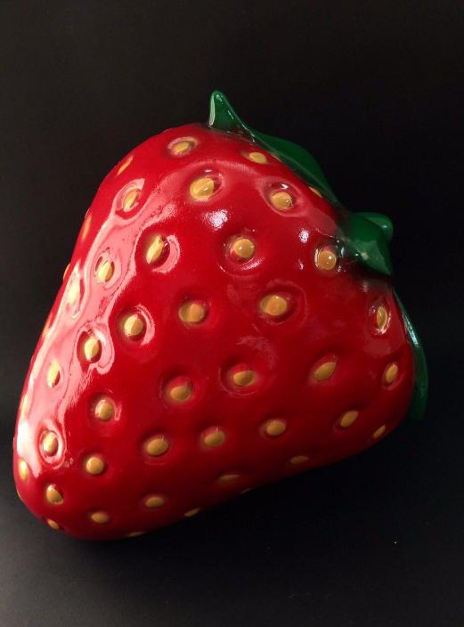 Садовая фигура  клубника