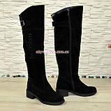 Ботфорты замшевые женские зимние на каблуке, декорированы стразами., фото 2