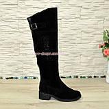 Ботфорты замшевые женские зимние на каблуке, декорированы стразами., фото 3