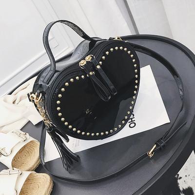 Женская сумка Сердце с заклепками черная