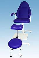 Педикюрное кресло с подставкой для ванночки и регулируемой пуф-подставкой КП-2