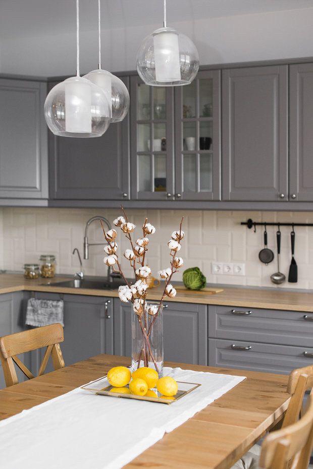 Кухня под заказ с фрезерованными фасадами в серых тонах