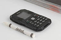 Мобильный телефон IPake Q8 с 1,5 дюймовый экраном и Bluetooth. Полностью на английском языке.