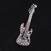[55Х30 мм.] Брошь Гитара, металл темный, черные и белые стразы