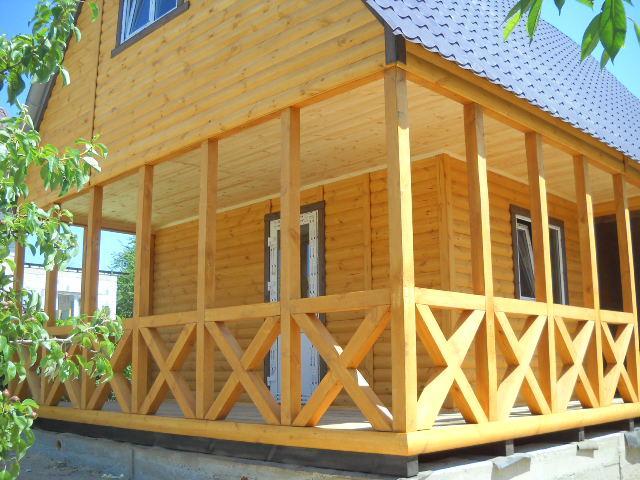 Дачный домик 6м × 8м, 2 этажа из блокхауса с террасами.