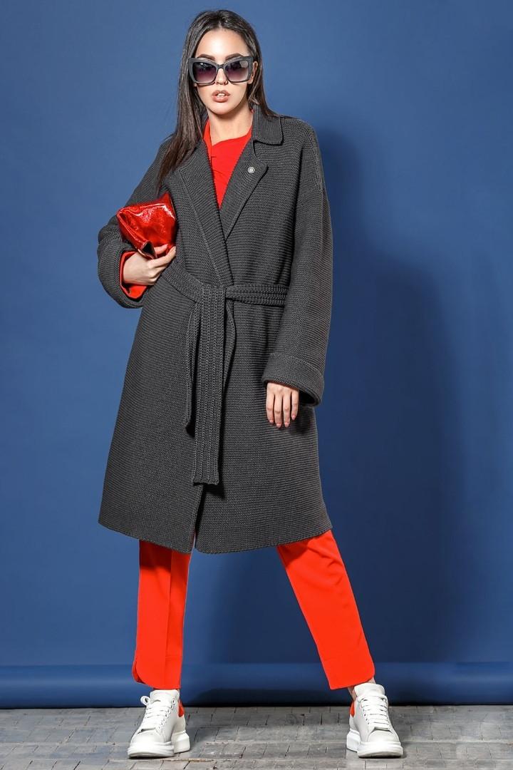 Женское вязаное пальто-кардиган под пояс