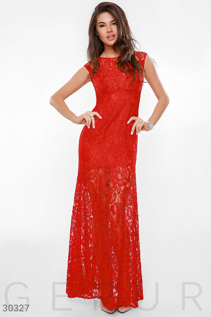 Вечернее платье длинное по фигуре гипюровое к низу расклешенное без рукав красное