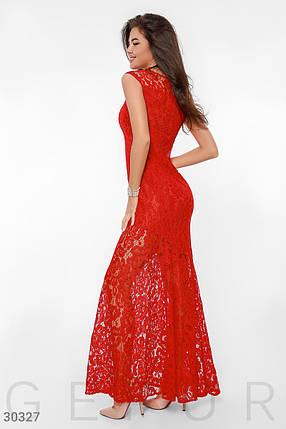 Вечернее платье длинное по фигуре гипюровое к низу расклешенное без рукав красное, фото 2