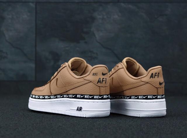 Nike Air Force 1 Low Swoosh