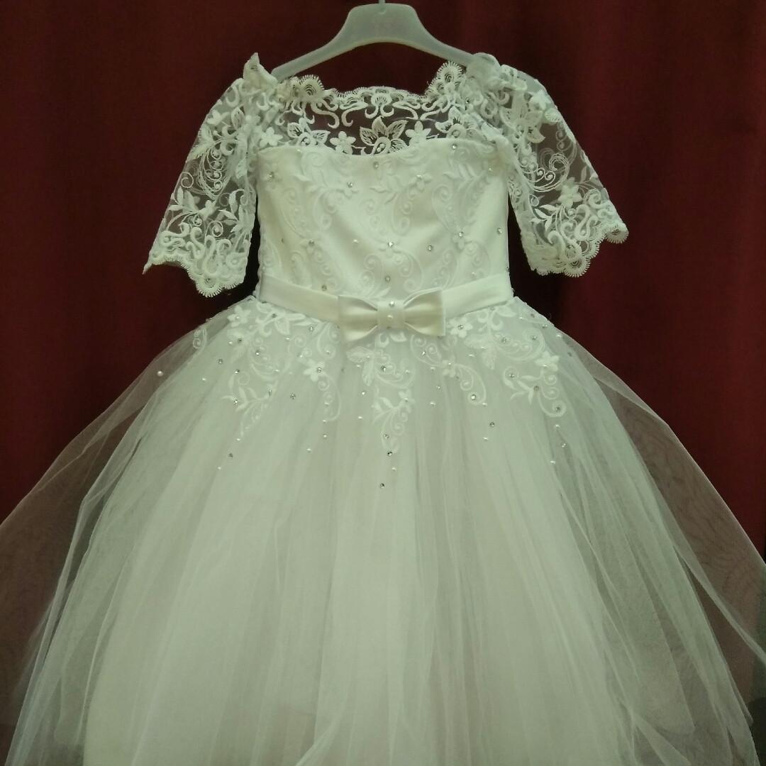 Детское белое платье с кружевными  рукавчиками. 5-6 лет