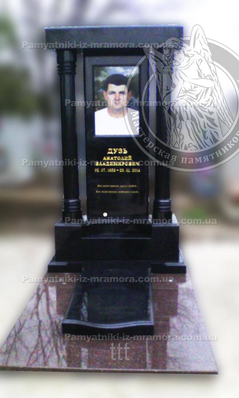 Памятник из гранита с колоннами г. Мелитополь №12