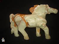 Лошадь из оникса (25х19 см.)