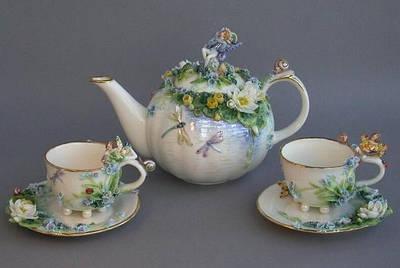 Заварочные чайники,чашки и сахарницы