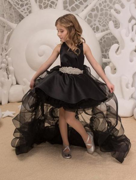 Платье для девочки со съемным шлейфом.