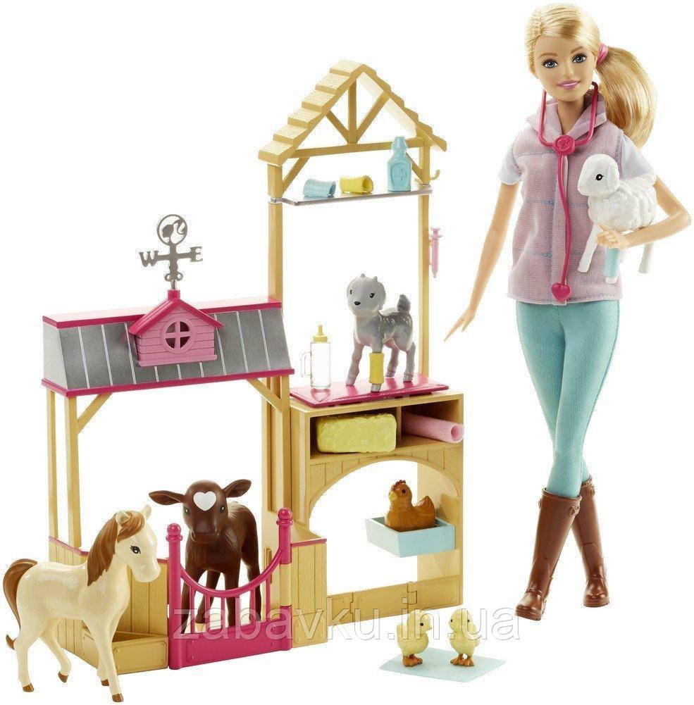 Барбі ветеринар на фермі Barbie Careers Farm Vet Doll & Playset