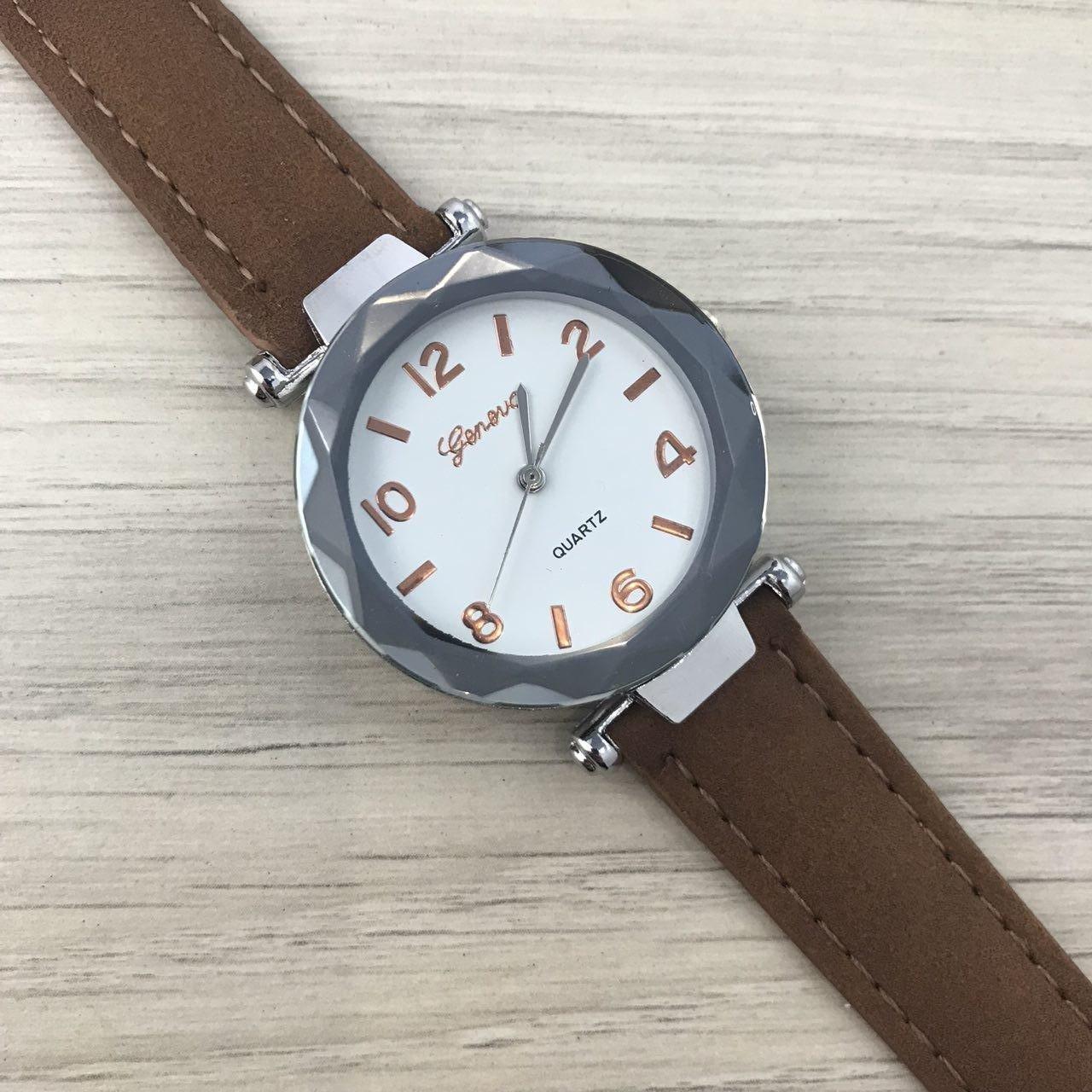 Наручные женские часы Geneva серебро кожзам коричневый темный