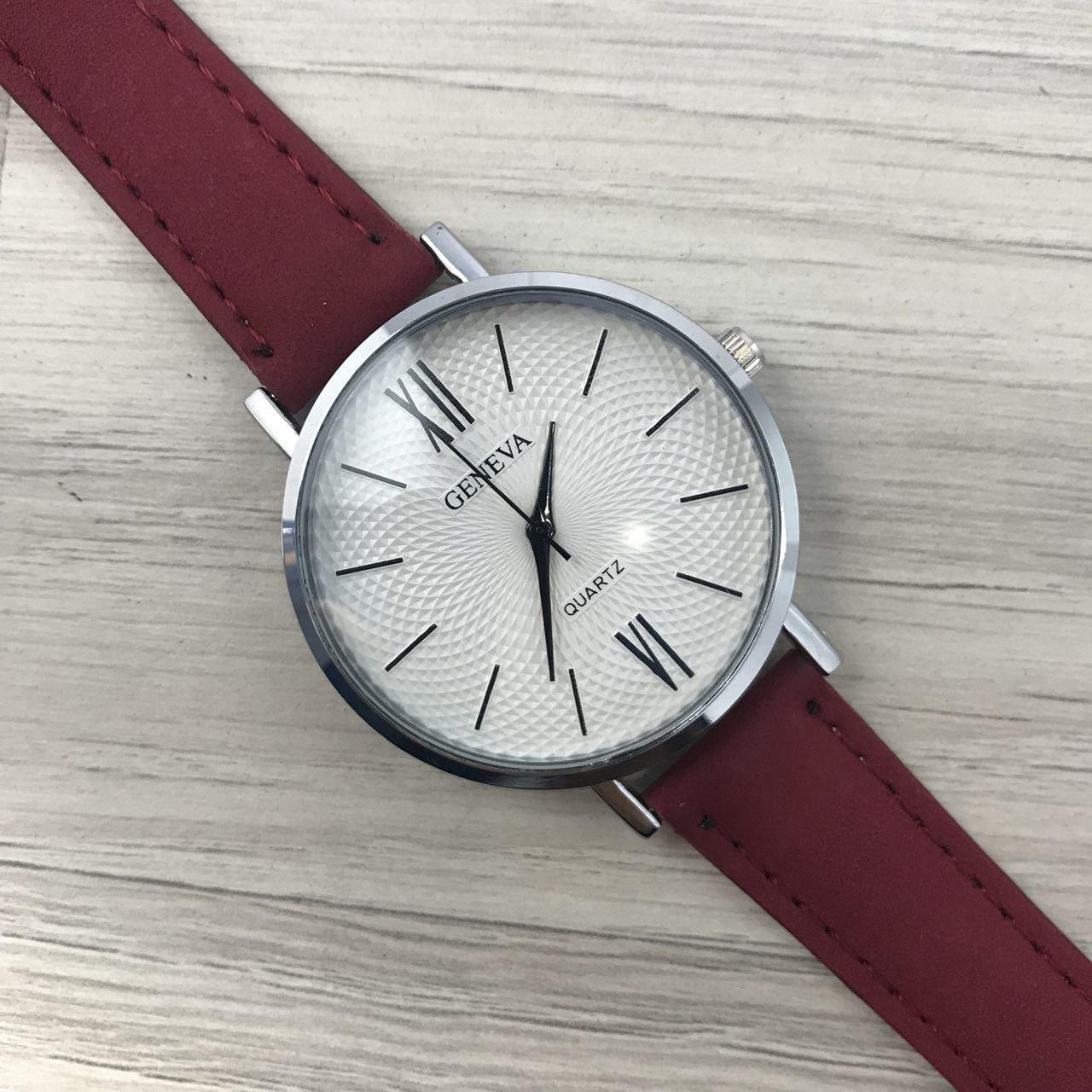 Наручные женские часы Geneva серебро с цифрами кожзам бордо