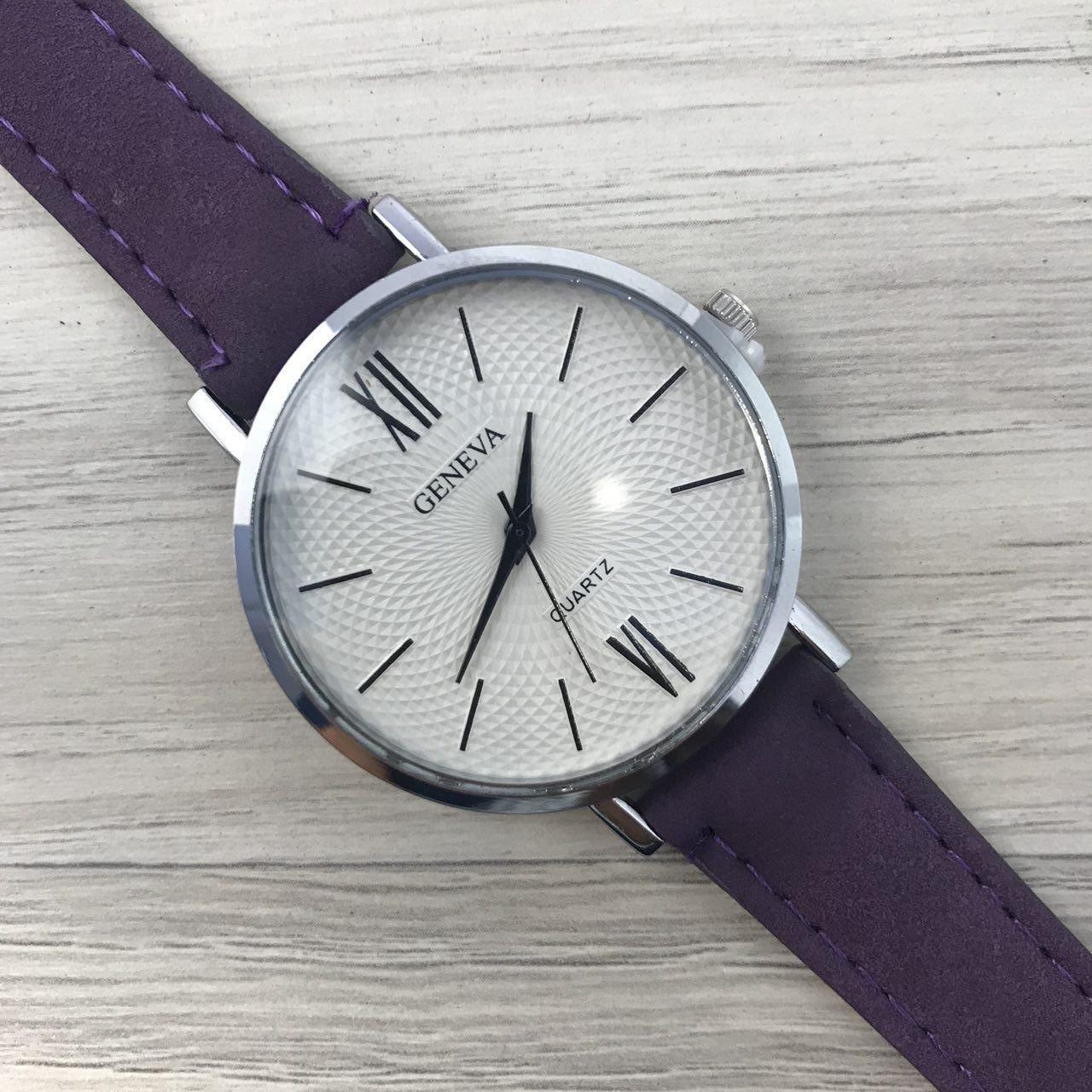 Наручные женские часы Geneva серебро с цифрами кожзам фиолет