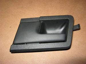 Ручка пер.двери VW T-4 внутреняя левая черная