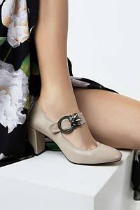 Туфли лодочки из кожи на широком каблуке бежевого цвета