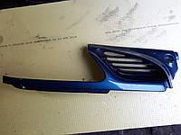 Решётка радиатора правая Renault megane scenic 1 I 7700834201 95-99