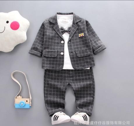 Нарядный костюм тройка на мальчика серый в клетку 3-4 года
