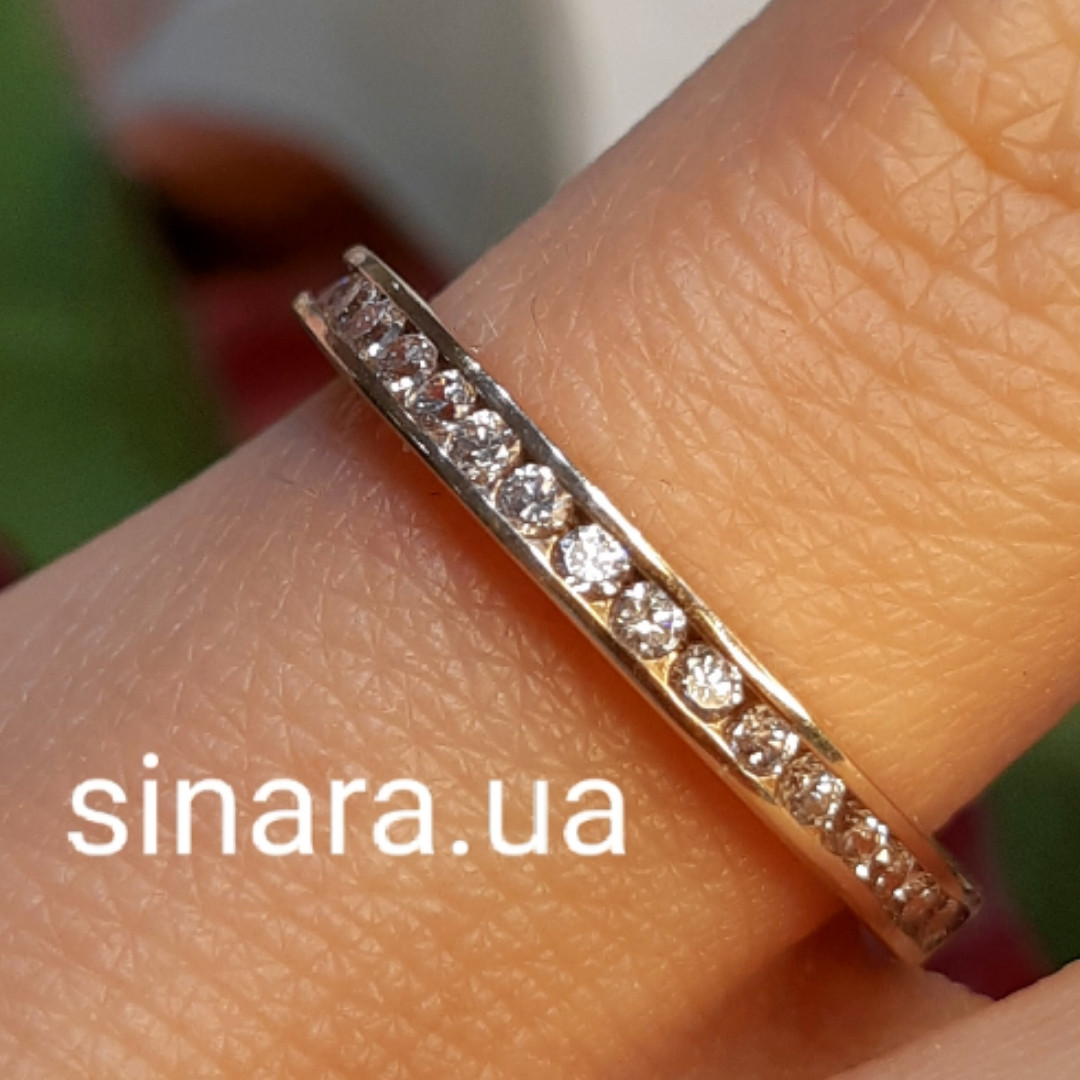 Минималистичное золотое кольцо дорожка с фианитами