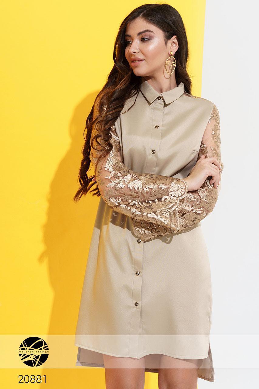 Платье рубашка с красиво вышитыми рукавами и поясом, слегка удлиненное сзади