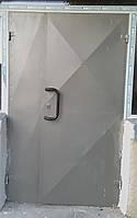 """Двері металеві (сталь 1.2 ззовні). Колір срібний. Виконання """"Конверт""""."""