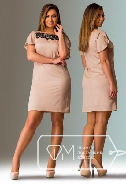 Короткое платье со свободными рукавами на пышную девушку