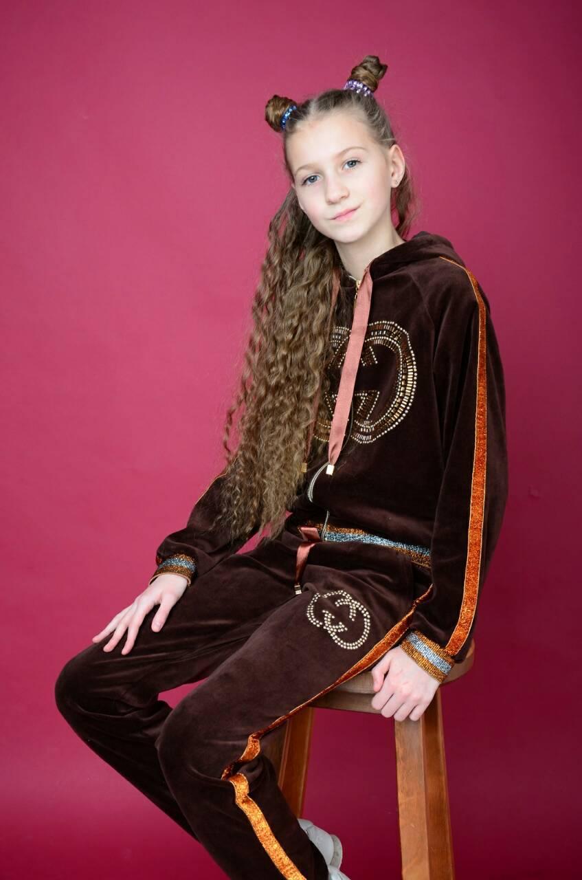 ec06dde554bd0 Велюровый костюм для девочки GUCCI. Подросток. - Женская и Детская Одежда  от Elena&g в