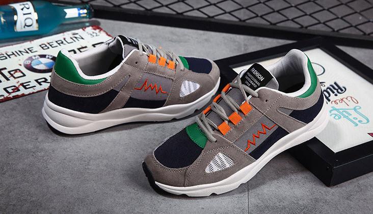 Стильные  мужские кроссовки Серый