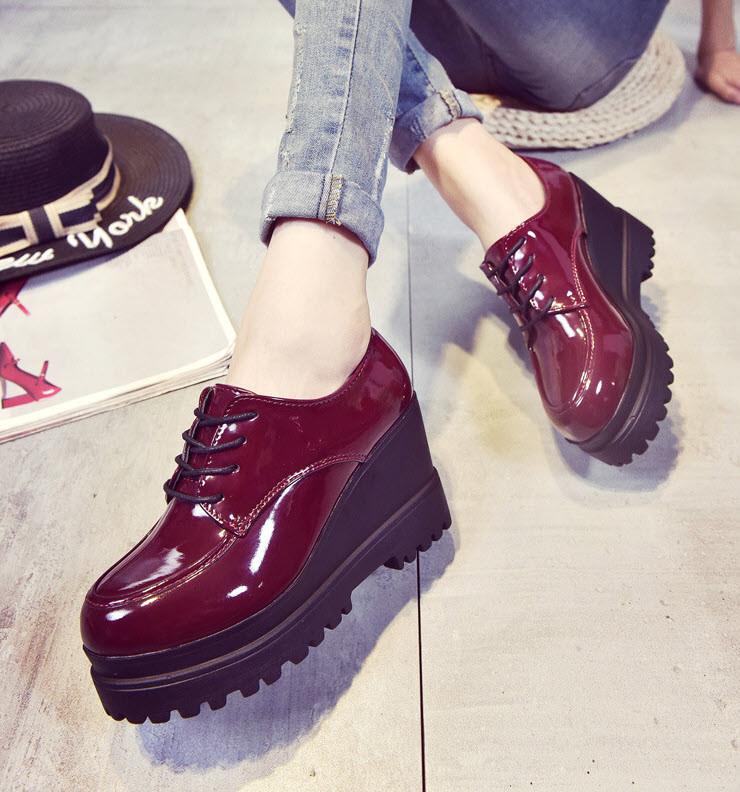 Шикарні туфлі лаковані черевики на високій підошві Ботильйони