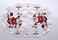 Ажурная овальная салфетка 30*45 с орнаментом  деда  мороза