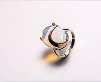Серебряное кольцо  с лунным камнем и  золотой пластиной
