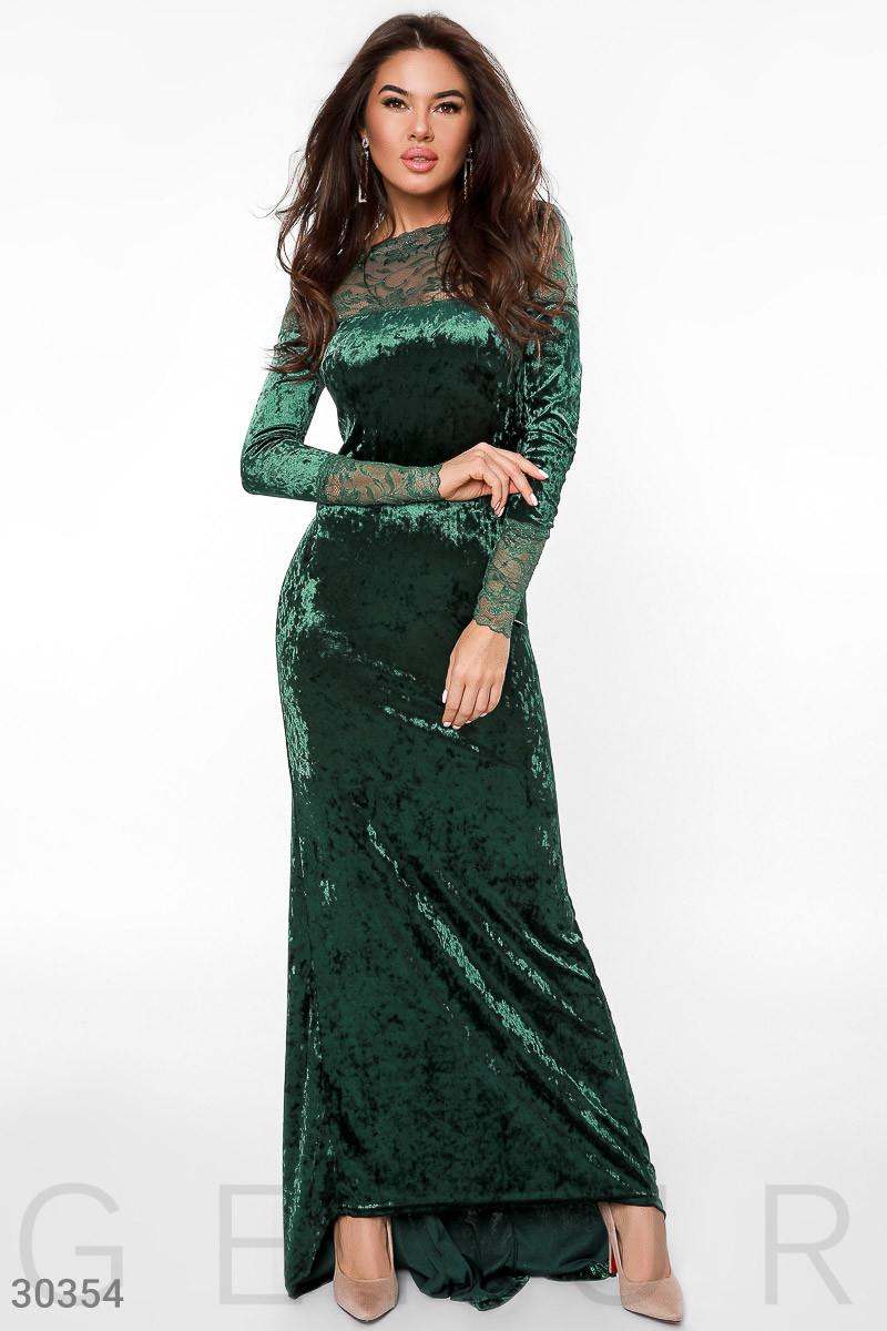 Вечернее платье длинное по фигуре бархатное к низу расклешенное длинный рукав зеленое