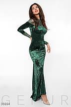 Вечернее платье длинное по фигуре бархатное к низу расклешенное длинный рукав зеленое, фото 3