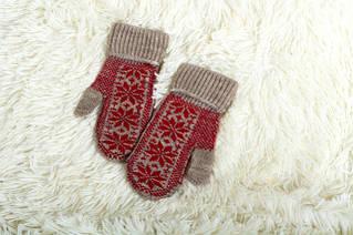 Вязаные детские варежки, перчатки