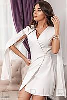 Стильное платье мини на запах длинный рукав широкий с разрезом костюмная ткань белое