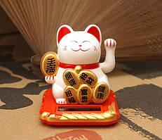 Кошка Манэки-нэко - счастливый кот на солнечной батарейке 7*6,3*7см. Белый символ богатства и благополучия