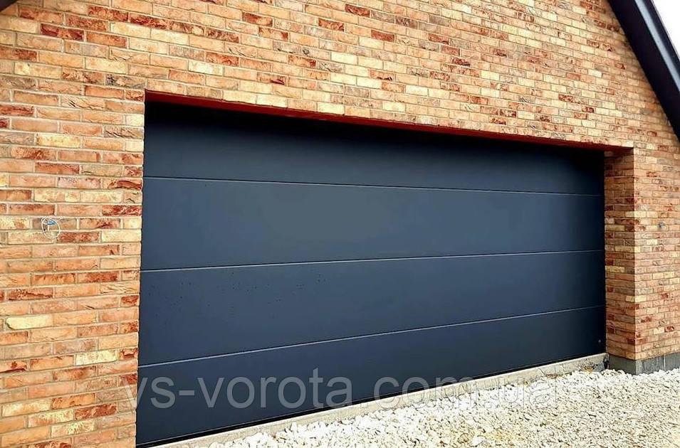 Ворота GANT размер 2500х2000 мм - гаражные секционные Чехия