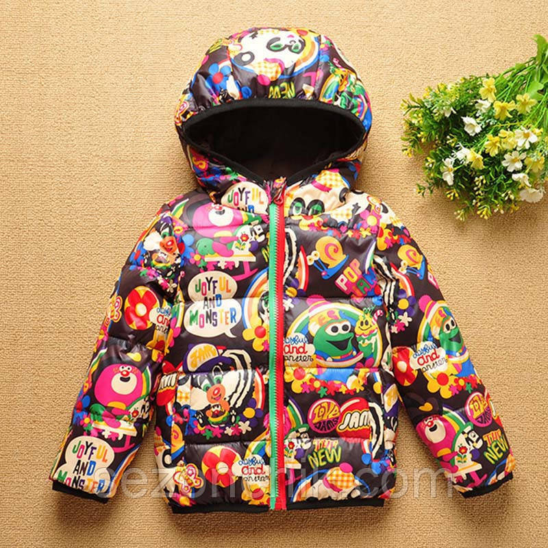 Демисезонная детская куртка яркий принт на мальчиков