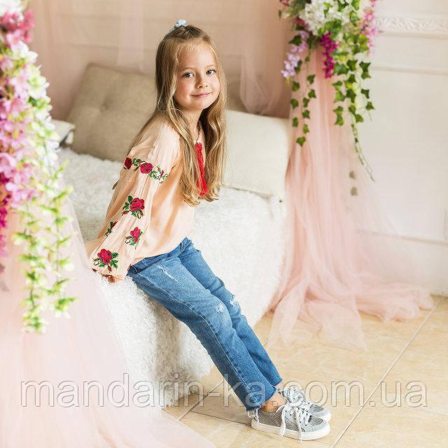 Вышиванка рубашка  для девочки трояндочка  на  пудровой  ткани