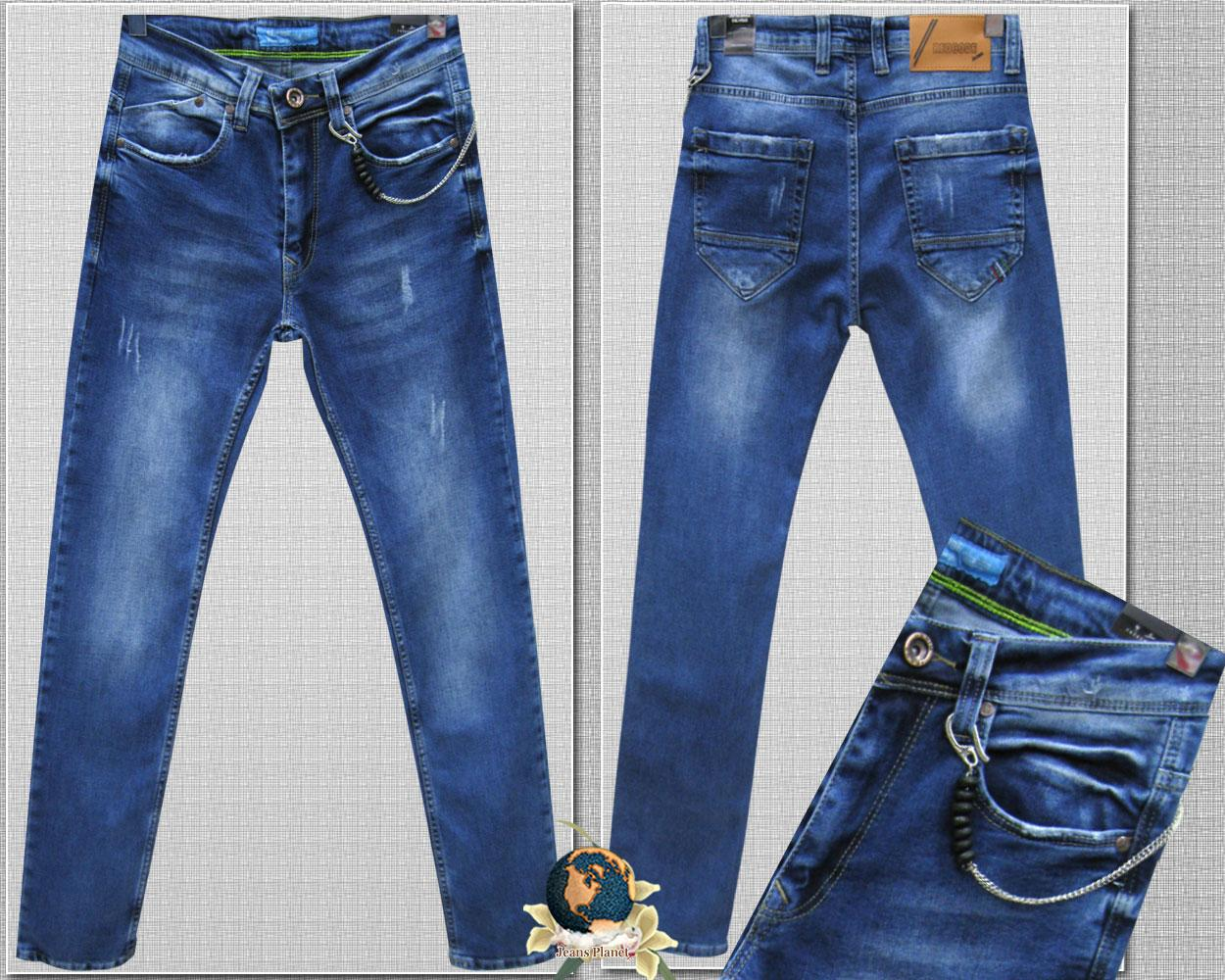 Джинсы мужские зауженные к низу с потёртостями и цепочкой голубого цвета