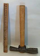 Молоток кирка с деревянной ручкой